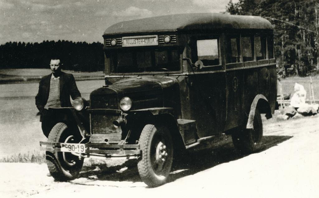 Võru autotranspordibaasi nr 3 esimesi autobusse GAZ-03-30 sõitmas liinil Tellisetehas-Kubija aastail 1948-1950. Foto: Võrumaa Muuseum, Aare-Vello Mikkelsaar