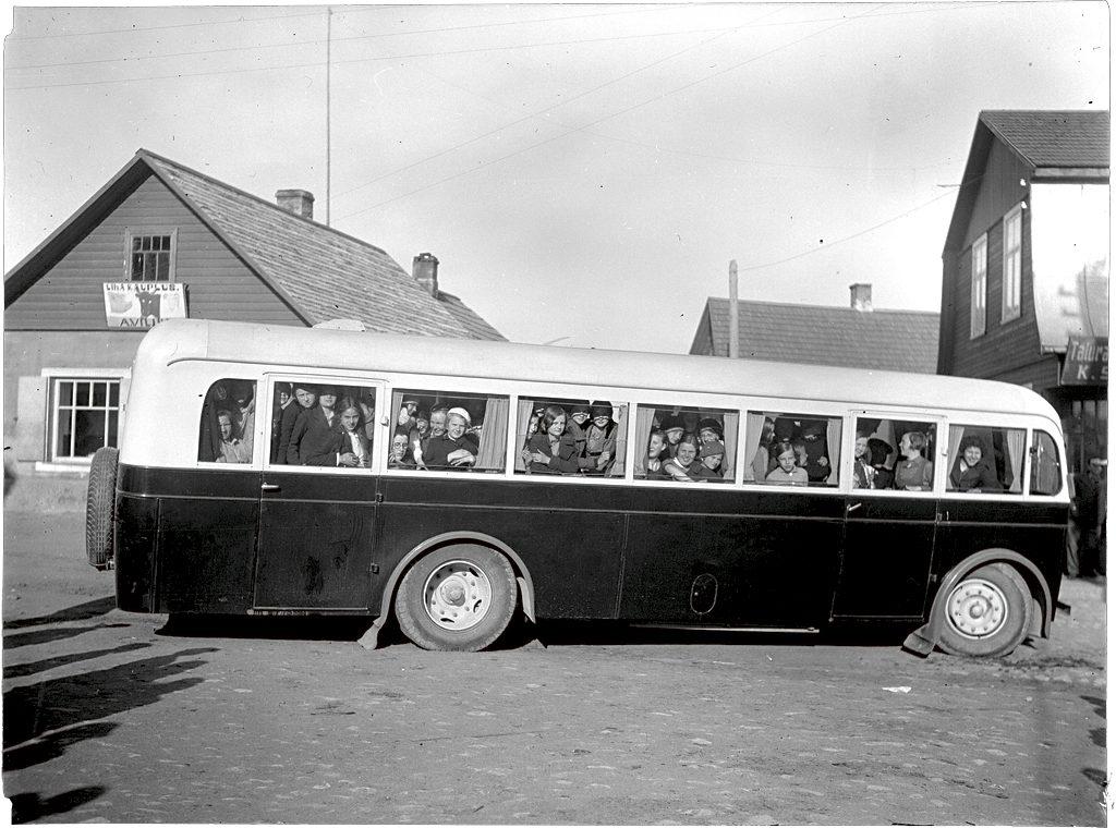 August Koogi töökojas ehitatud 30kohaline Scania-Vabis ekskursioonil Alatskivil, mai 1935. Foto: Eesti Rahva Muuseum, E. Einasto, ERM Fk 2955 85