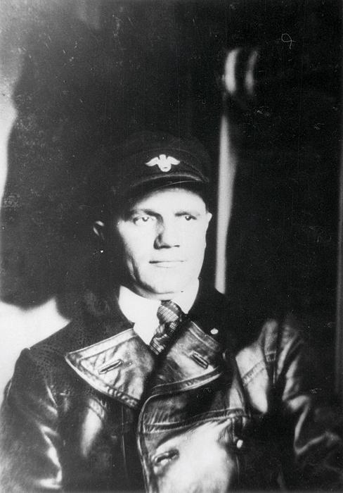 Omnibussijuht, 1934. a Foto: Eesti Rahva Muuseum, Jakob Ellermaa, ERM Fk 2670:213