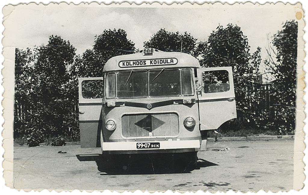 Harju rajooni «Koidula» kolhoosi TA-6 buss, reg nr 99-07 эск. Foto: Valdur Kaljuranna kogust