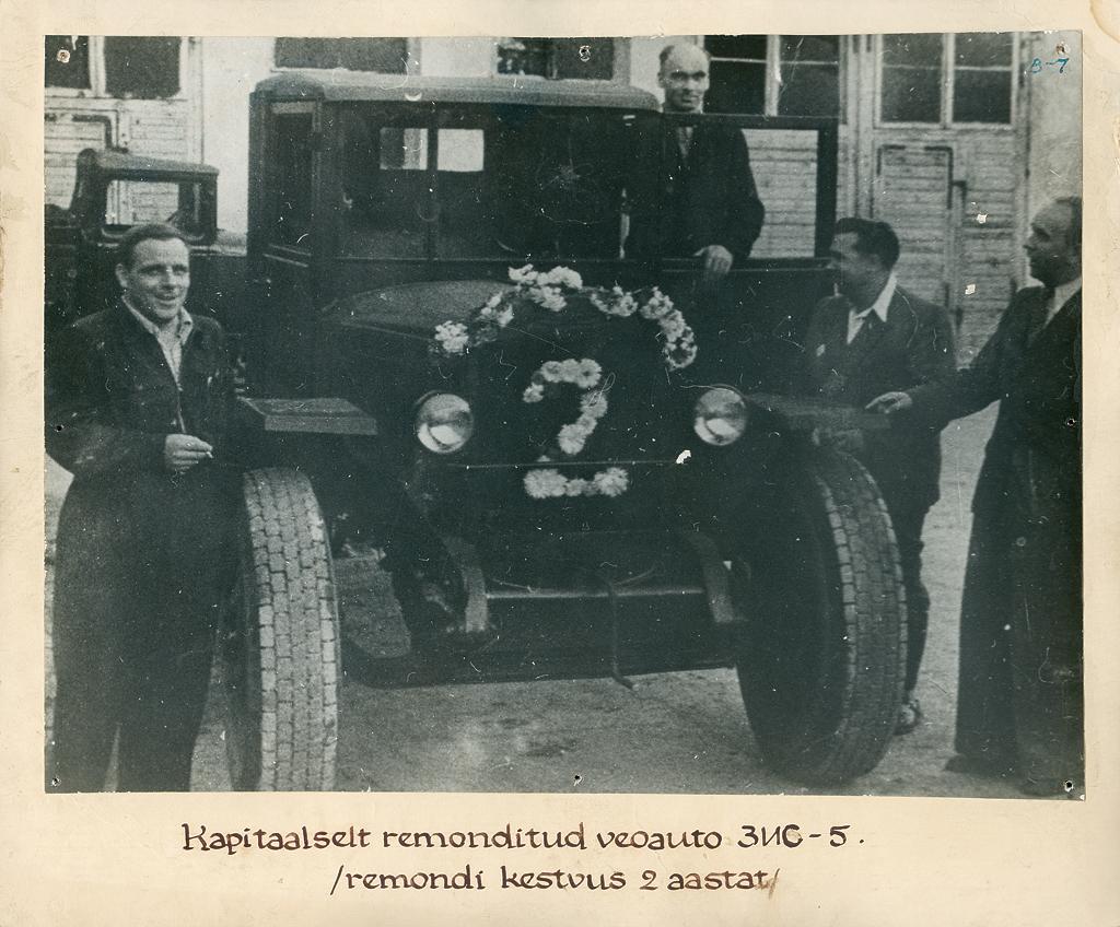 Legendi järgi kulus esimese tehasesse toodud veoauto ZiS-5 remontimiseks varuosade puudumise tõttu paar aastat. Foto: TARKT arhiiv