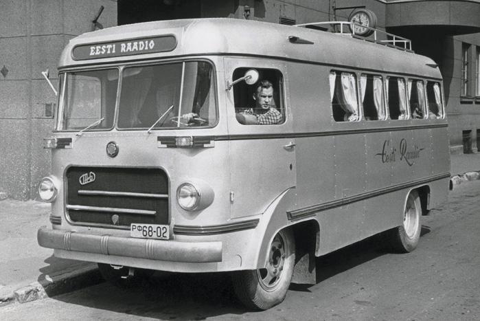 TA-6 autobussi baasil Tartus ehitatud reportaažibuss Hõbehall, 1957. a. Foto: Valdur Vahi, ERR arhiiv, Inv nr 00033140