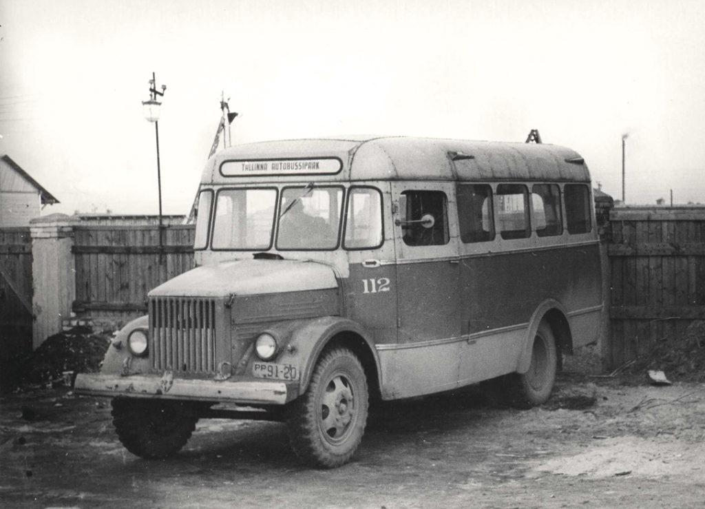 Tallinna Autobussipargi ainus GZA-651 tüüpi autobuss 1959. aastal. Buss saabus Tallinnasse 1951 ja oli algselt TA-1 kerega. GZA-651 ehitati ümber 1954. aastal, hiljem ehitati veel korra ümber TA-6 bussiks. Oli kasutusel liinibussina, hiljem kasutati öövalve- ja majandussõitudeks, kanti maha 1962. aastal. Foto Aare Olanderi kogust.