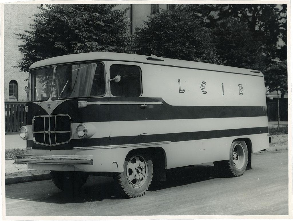 Metallsõrestikuga furgoonauto TA-9A eksperimentaalmudel teel Moskvasse, 1961. a