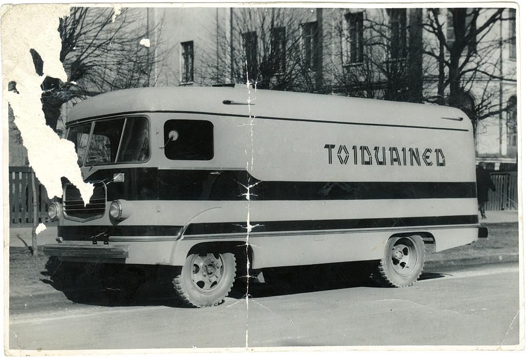 Puitsõrestikuga furgoonauto TA-10, 1961. a. Foto: Tartu ARKT arhiiv.