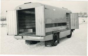 Furgoonauto TA-10 tagantvaade. Foto Tartu ARKT arhiiv