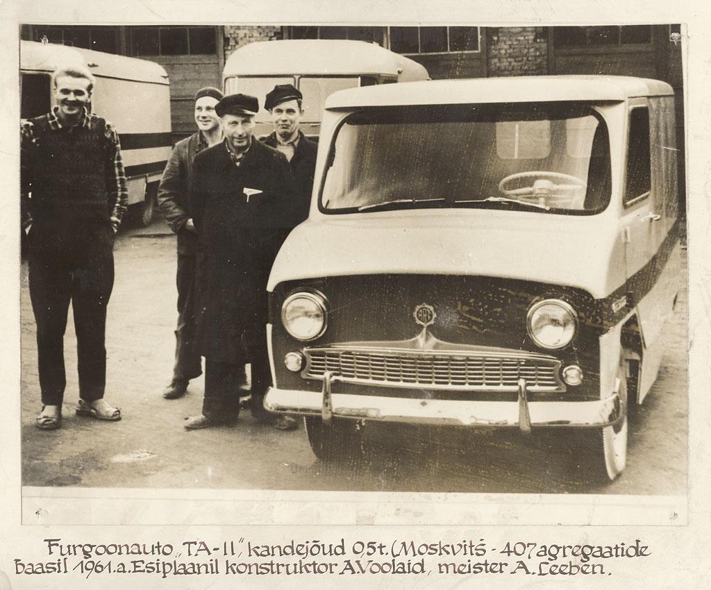 Mikrofurgoon TA-11 tehase hoovil, 1961. Foto: Tartu ARKT arhiiv