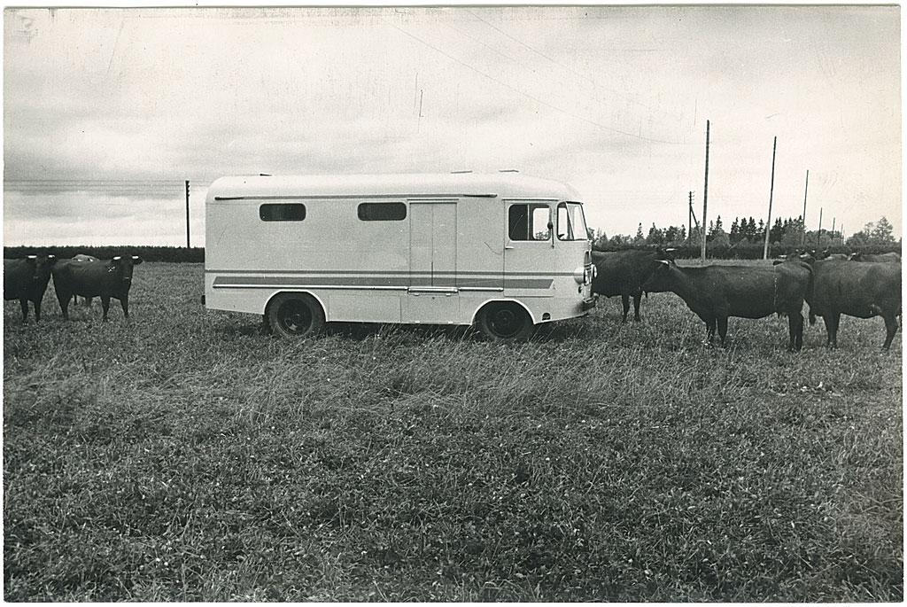 Piimaveo furgoonauto TA-9P katsemudel 1966. aastal. Foto: Tartu ARKT arhiiv.