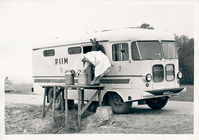 Piima vastuvõtmine Võrumaal Soel 1967. aastal. Foto: Võrumaa Muuseum, VK F 510:11 F/n